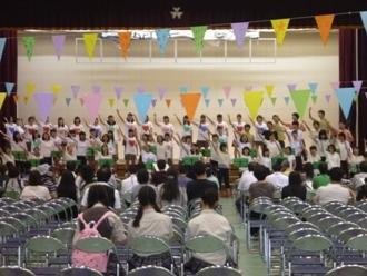 ↑PTAと合唱部のコラボ(手話を交えて)